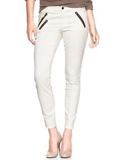 white pants with black zippers Twill Pants, Rocker Chic, White Pants, Style Me, Daily Style, Skinny Pants, Super Skinny, Fashion Outfits, Womens Fashion