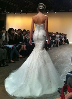 Fall 2013 Wedding Gown Trends: All-Over Sequins