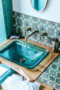 Jungalow bath Before and after with Kohler – guest toilet – # guest toilet … – wood workings diy - Bathroom Ideas Guest Toilet, Beautiful Bathrooms, Bathroom Inspiration, Bathroom Ideas, Bathroom Colors, Cloakroom Ideas, Colorful Bathroom, Art Deco Bathroom, Budget Bathroom