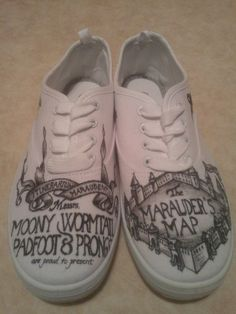 Personal Customized Harry Potter Shoes: Choose your own (Diy Geschenke Harry Potter) Harry Potter Shoes, Always Harry Potter, Harry Potter Merchandise, Harry Potter Gifts, Harry Potter Outfits, Harry Potter Birthday, Harry Potter World, Custom Converse, Custom Shoes