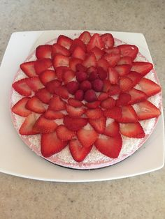 Raw Vegan Strawberry Cheesecake Strawberry Cheesecake, Raw Vegan, Vegan Recipes, Fruit, Food, Strawberry Cheesecake Cake, Meals, Vegan Dinner Recipes, Leaf Vegetable