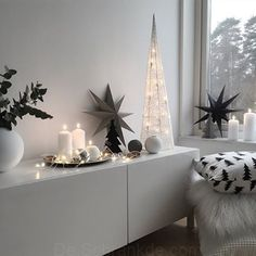 We love the beautiful festive home of 👈🏻 Cooee vase available online ✨ . Minimal Christmas, Cozy Christmas, Simple Christmas, Beautiful Christmas, Christmas Crafts, Xmas Table Decorations, Decoration Table, Scandinavian Interior, Scandinavian Style