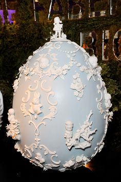 The 19 Most Beautiful Fabergé Eggs for a Dream Easter Basket - Vogue Egg Crafts, Bunny Crafts, Easter Crafts For Kids, Arts And Crafts, Easter Stuff, Fabrege Eggs, Egg Styles, Faberge Eier, Faberge Jewelry