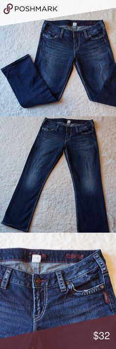 Silver jeans Santorini fit crop denim 30 Adorable Silver crop jeans Santorini fit. In great condition, no wear to hems. Size waist 30. Silver Jeans Jeans
