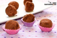 Trufas de chocolate, caramelo y crema de cacahuete. www.gastronomiaycia.com