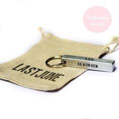 Stoere sleutelhanger voor vaderdag of een andere mooie herinnering. Stoere gepersonaliseerde sieraden van www.lastjune.nl