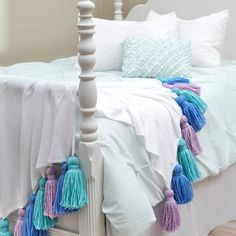 JOANN Winter Crafts: Browse hundreds of winter craft ideas for kids and adults at JOANN! Featuring easy projects with simple online instructions. Fleece Blanket Diy, Diy Blankets, Fleece Blankets, Girls Bedroom, Bedroom Decor, Quilts Online, Joanns Fabric And Crafts, Holiday Crafts, Christmas Diy