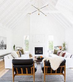 California Eclectic Home by Amber Interiors. - Home Decor Vaulted Ceiling Living Room, Interior, Livingroom Layout, Eclectic Home, Amber Interiors, Living Room Scandinavian, Home Decor, Interior Design, Living Decor
