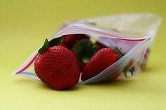 Sağlığınızdan ödün vermeden, haftada 30 kilo vermenize yardımcı olacak herhangi bir büyü yada yöntem yok. Bunun yerine, Müthiş Bilgidaha hızlı bir şekilde kilo vermenize yardımcı olacak lezzetli ve sağlıklı bir içecek hazırlamanın tarifini sizlerle paylaşıyor. Malzemeler: 1 kereviz sapı 1 orta boySalatalık 1 deste maydanoz 3 dilimtaze ananas Sebzeleri iyice yıkayın ve ananasları soyun. Hepsini blenderde karıştırın. Müthiş zayıflama içeceğine tuz, biber, şeker veya ekstra maddeleri…