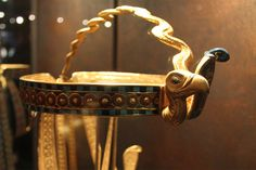 Tutankamon tomb, crown