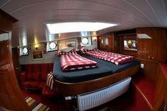 Slaapvertrekken aan boord van #Hotel Yacht 'Miro'.