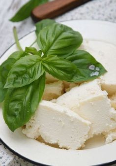 10 best fat-burning foods Reduced-fat ricotta Low on fat and chock-a-block full of goodness, ricotta is make from whey protein which enhances muscles building and metabolism. Spread on toast and drizzle with honey or add to couscous salad.