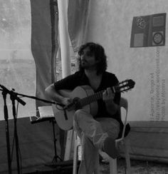 5a Feria del Libro de Río Ceballos, presentación del libro Historias que nos Siembran, de Lilah Ríos.  Lucas a puro guitarreo. ¡Toque, Maestro!