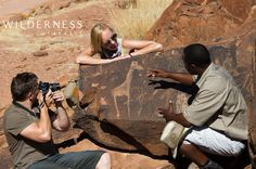Doro Nawas Camp - A trip to the fascinating Twyfelfontein San art engravings is not to be missed. African Safari, African Art, Sans Art, Safari Holidays, Safari Adventure, Camping, Tours, Couple Photos, Wilderness