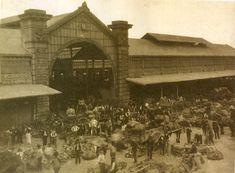 El mercado de Abasto en 1925. Verduleros negociando. Mucho movimiento en el viejo Mercado.