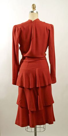 """1939 wool Dress, Henri Bendel. Back view showing tiers of """"bustle"""" & zipper 1/2 way to waist. (This appears very long-waisted to me !)"""