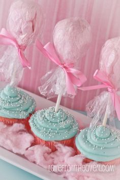 cotton candy cupcake link to tutorial