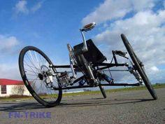 Keren Roda boleh Empat rasa roda dua, karena bisa miring seperti sepeda roda dua