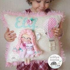 Pretty pillow for a girl Cloud Nursery Decor, Felt Crafts Diy, Shabby Chic Pillows, Baby Mobile, Felt Baby, Sewing Pillows, Baby Pillows, Felt Toys, Baby Decor