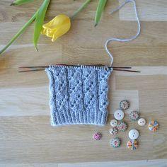 Lace Knitting, Knitting Socks, Knitting Patterns, Knitting Ideas, Crochet Socks, Knit Crochet, Fingerless Mittens, Fun Projects, Handicraft