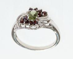 Zdobný stříbrný prsten s jihočeským broušeným vltavínem a granáty. Skladem máme velikost 54, lze však objednat jinou. Materiál: Stříbro 925/1000, rhodiovaný povrch zabraňující oxidaci a černání. Hmotnost šperku: 3,16 g Engagement Rings, Jewelry, Fashion, Grenades, Enagement Rings, Moda, Wedding Rings, Jewlery, Jewerly