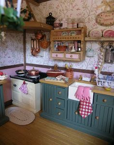 miniature kitchen, I have that sink!!