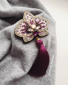 Не один фильтр не может помочь передать мне этот яркий насыщенный с фиолетовым оттенком синий цвет! Уверена, новый год у многих… Diy Bead Embroidery, Embroidery Stitches Tutorial, Embroidery Designs, Bead Jewellery, Seed Bead Jewelry, Beaded Jewelry, Beaded Brooch, Beaded Earrings, Brooches Handmade