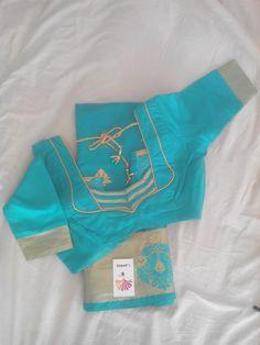 Pattern Patch Work Blouse Designs, Simple Blouse Designs, Saree Blouse Neck Designs, Dress Neck Designs, Sari Blouse, Designer Blouse Patterns, Blouse Styles, Sumo, Solid Doors