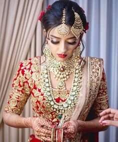 Jewelry: Birdhichand Ghanshyamdas, Rawat Jewels and Jet Gems Indian Bridal Lehenga, Indian Bridal Wear, Indian Wedding Jewelry, Asian Bridal, Indian Wedding Outfits, Bridal Outfits, Bridal Dresses, Bridal Jewellery, Indian Weddings
