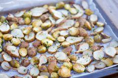 Wonderful lemon and thyme roasted jerusalem artichoke and brussel sprouts with chicken. Sitruuna-timjamipaahdettua maa-artisokkaa, ruusukaalia ja kanaa.