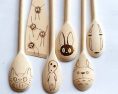 Studio Ghibli - Wooden Spoons Set of 6 Utensils - My Neighbor Totoro - No Face - JiJi - Soot Sprites - Kodama Spirit - Catbus - Spirted Away Totoro Merchandise, Otaku, Studio Ghibli Movies, My Neighbor Totoro, Hayao Miyazaki, Pottery Painting, Geek Out, Pyrography, Arts And Crafts