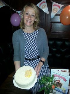 Dragica enjoys showing off delicious #whitechocolatemango #ayearofcake @clandestinecake #camden #cake #club