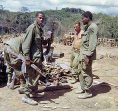 Jessie Wright, Larry Larson, Douglas Mallett, Dak To 1967 Cav Vietnam History, Vietnam War Photos, North Vietnam, Vietnam Veterans, My War, Usmc, Military Police, American War, Cold War