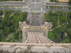 photos from the top of buildings looking down | View from top of the Eiffel Tower looking straight down