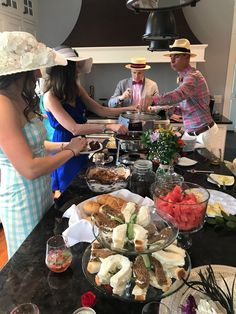 Easy and Fabulous Entertaining: Kentucky Derby Party — The Green Robe Derby Time, Derby Day, Kentucky Derby Food, Kentucky Derby Party Ideas, Horse Racing Party, Derby Recipe, Race Party, Churchill Downs, Entertaining