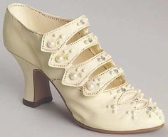 Edwardian shoe-- oh how they remind me of the Astorias I've been coveting all year...