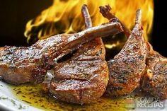 Receita de Costela de cordeiro assada, em Carnes, ingredientes: 8 costelas de carneiro, 4 colheres (sopa) de vinagre, 5 dentes de alho, Sal, 4 galhos de hortelã, 2 galhos de salsa, 5 colheres (sopa) de manteiga de garrafa...