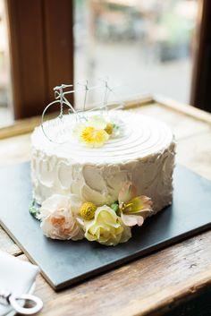 Single-Tiered Dairy-Free Wedding Cake | Nicole Sarah Photography
