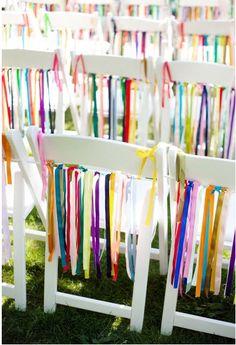 Estás pensando cómo personalizar las sillas en la ceremonia de tu boda? Hazlo con lazos y cintas de colores, verás qué efecto tan llamativo. Las puedes encontrar aqui: http://www.airedefiesta.com/list.aspx?c=288=58=2