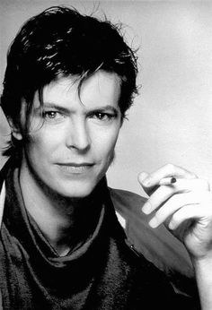 Louis Tomlinson or David Bowie? Louis looks a little David…. Elephant Man, Music Rock, 80s Music, Foto Poster, Christopher Plummer, The Thin White Duke, Black White, Major Tom, We Will Rock You