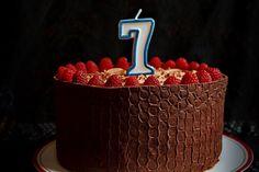 Tort cu mousse de zmeura si ciocolata - Dulciuri fel de fel Dessert Recipes, Desserts, Yummy Cakes, Birthday Candles, Food And Drink, Sweets, Mousse, Hipster Stuff, Food And Drinks