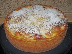 Apfel – Schmand Kuchen Apple sour cream cake Related posts: Schmandkuchen: fresh cake with applesauce and sour cream Poppy sour cream cake Cake ice cream on a stick covered apple cake with frosting (vegan, gluten-free) Paleo Apple Recipes, Easy Cake Recipes, Baking Recipes, Sauce Recipes, Paleo Dessert, Delicious Desserts, Yummy Food, Apple Sour Cream Cake, Apple Cake