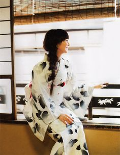 The Kimono Gallery Yukata Kimono, Kimono Fabric, Kimono Top, Japanese Outfits, Japanese Fashion, Cute Kimonos, Traditional Japanese Kimono, Japanese Style, Summer Kimono