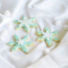 Frozen cookies Elsa party birthday snowflake
