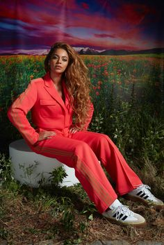 Estilo Beyonce, Beyonce Style, Ivy Park, Queen Bee Beyonce, Beyonce And Jay Z, Adidas, Red Suit, Silhouette, Beyonce Knowles