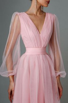 Light evening dress with long sleeves. Belt for a fitted silhouette. V-shaped neckline and back cutout V Neck Prom Dresses, Dresses To Wear To A Wedding, Ball Dresses, Ball Gowns, Wedding Dresses, Elegant Dresses, Pretty Dresses, Beautiful Dresses, Formal Dresses