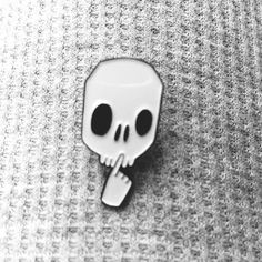 Skull pin.  Let us know if you want us to sell this pin at http://tusenpins.com.