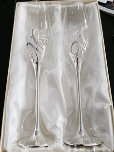 Mr and Mrs Champagne Toasting Flutes More wedding glass for guests;wedding glass for bride and groom;wedding glass for bridal party Wedding Toasting Glasses, Wedding Flutes, Bride And Groom Glasses, Wedding Toasts, Painted Wine Glasses, Bridal Shower Decorations, Diy Wedding, Table Wedding, Wedding Ideas