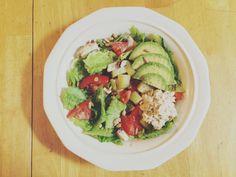 leafy greens with tomato, onions, mushroom, cucumber, sunflower seeds, avocado, tuna*