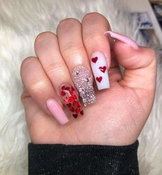 28 Casual Acrylic Nail Art Designs Ideas To Fascinate Your Admirers : Page 8 of 28 : Creative Vision Design – nailart New Year's Nails, Gel Nails At Home, Diy Nails, Cute Nails, Trendy Nails, Heart Nail Designs, Valentine's Day Nail Designs, Nails Design, Christmas Nail Art
